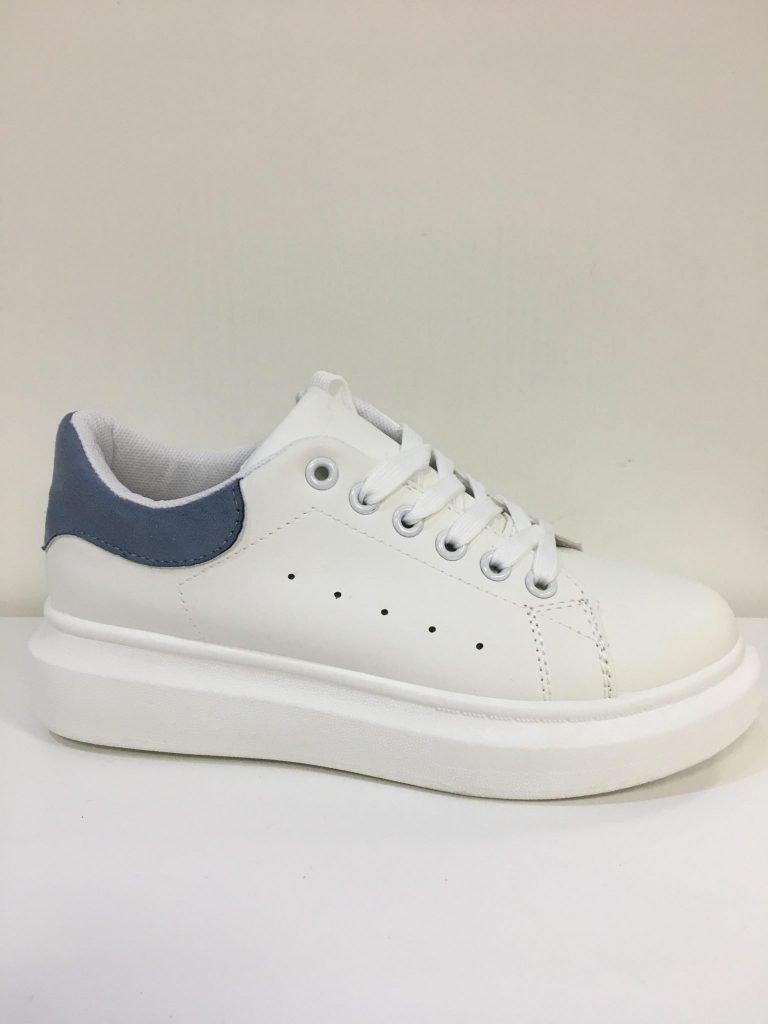 Witte sneaker met jeansblauw