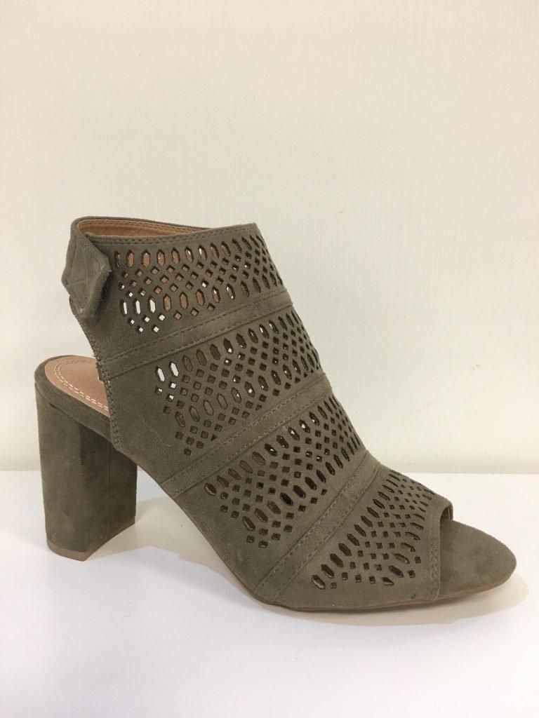 Open kaki schoen met uitsnijdingen