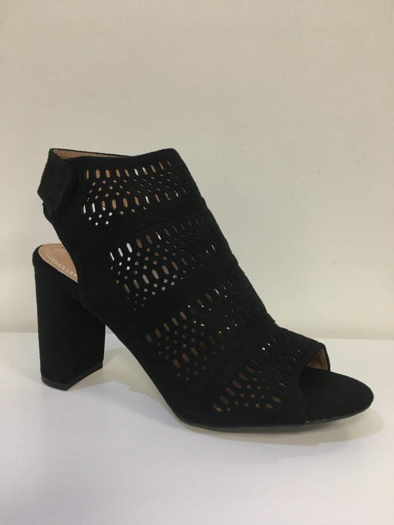 Open zwarte schoen met uitsnijdingen