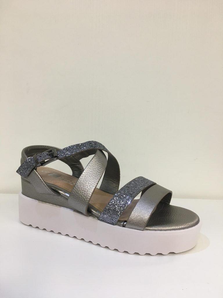 Zilver/grey sandaaltje met bandje