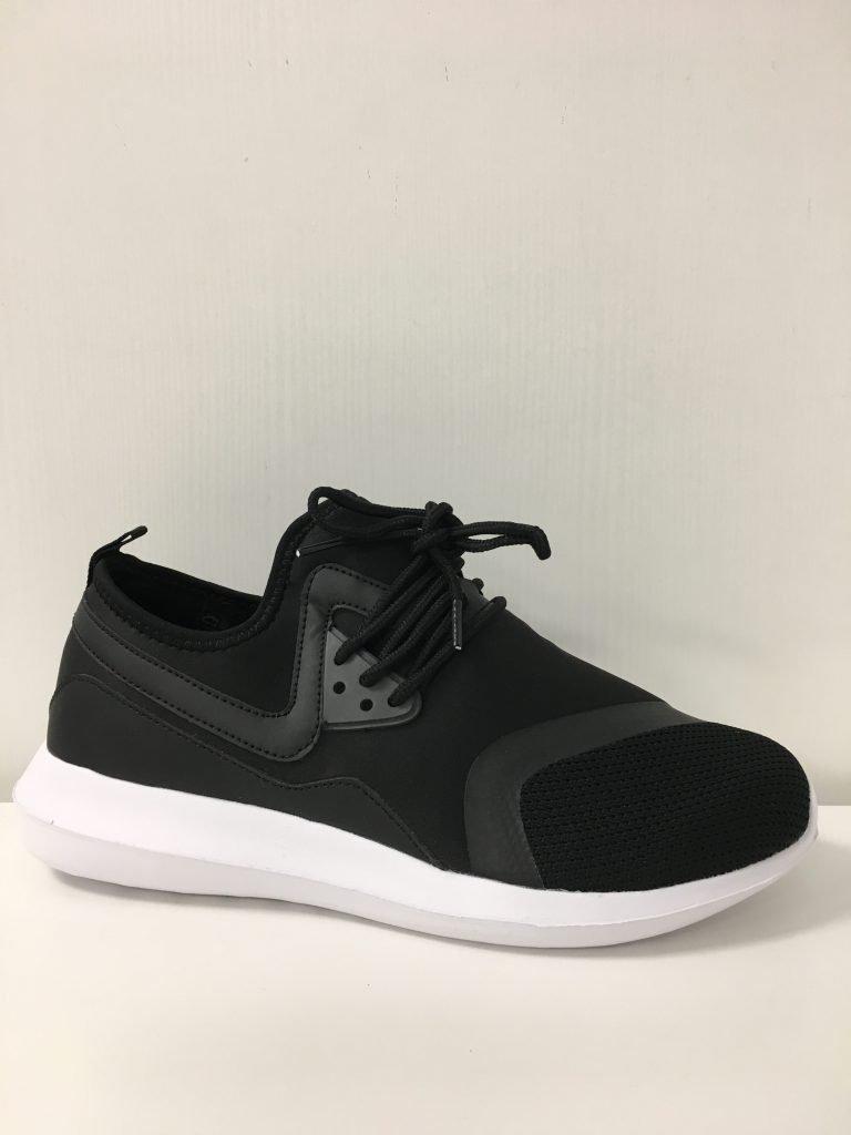 Zwarte sneaker instap