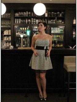 Licht grijs kleedje met strik