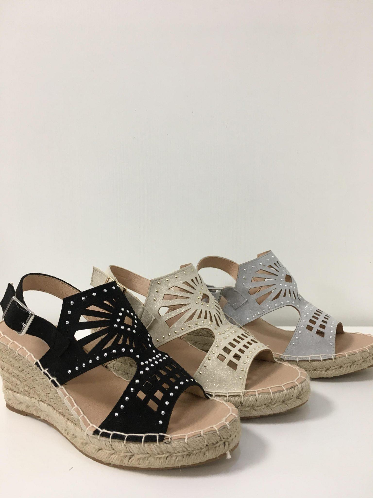 Open schoen uitsnijdingen