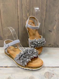 Grijs sandaaltje bloempjes