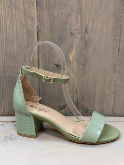 Open green mint schoen